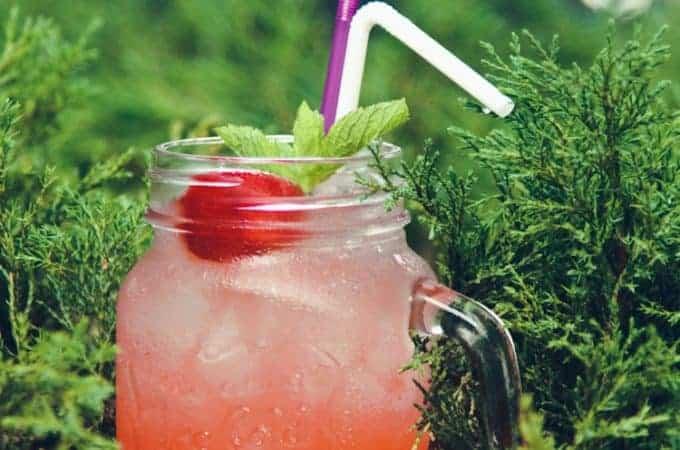 Fresh cold strawberry iced tea