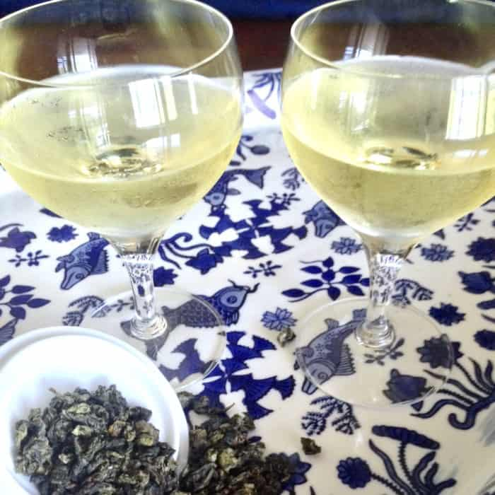 Oolong tea cold brewed in wine glasses