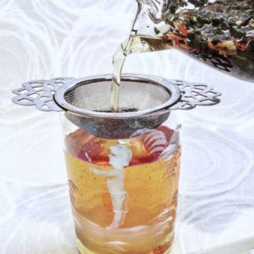 meditative mind cold brew tea pour