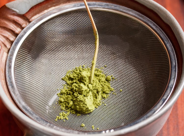 matcha green tea sifting