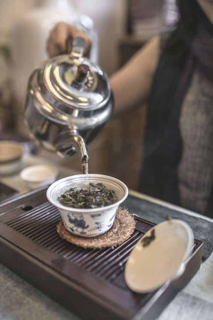 Chinese tea ceremony pouring tea brain facts