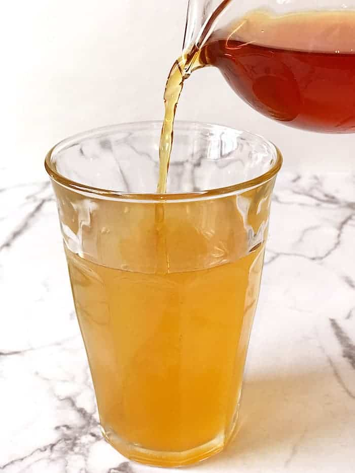 earl grey lavender simple syrup pour into lemonade