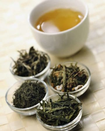 tea tips Different sorts of green tea wtth cup; from left to right: white cui min, Genmaicha, Kokeicha, Bancha