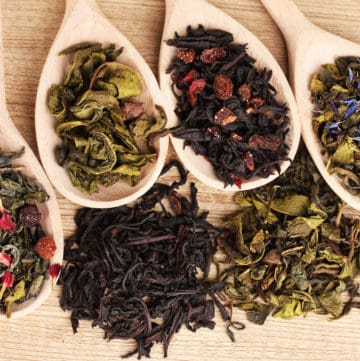 different types of tea in spoons