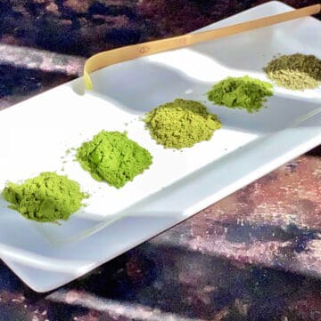 5 matcha powders in a dish